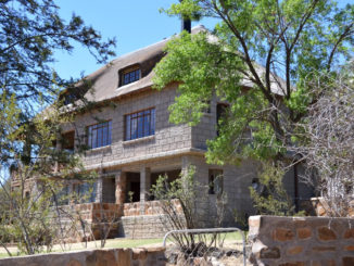 Tri-Hunt Game Lodge accommodation near Bloemfontein